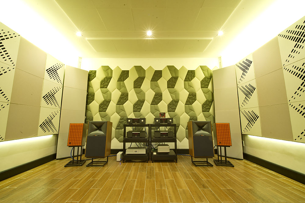Thanh Tung Audio - JBL speakers and Mark Levinson electronics